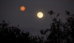 Fake image showing Mars as large as the Moon.
